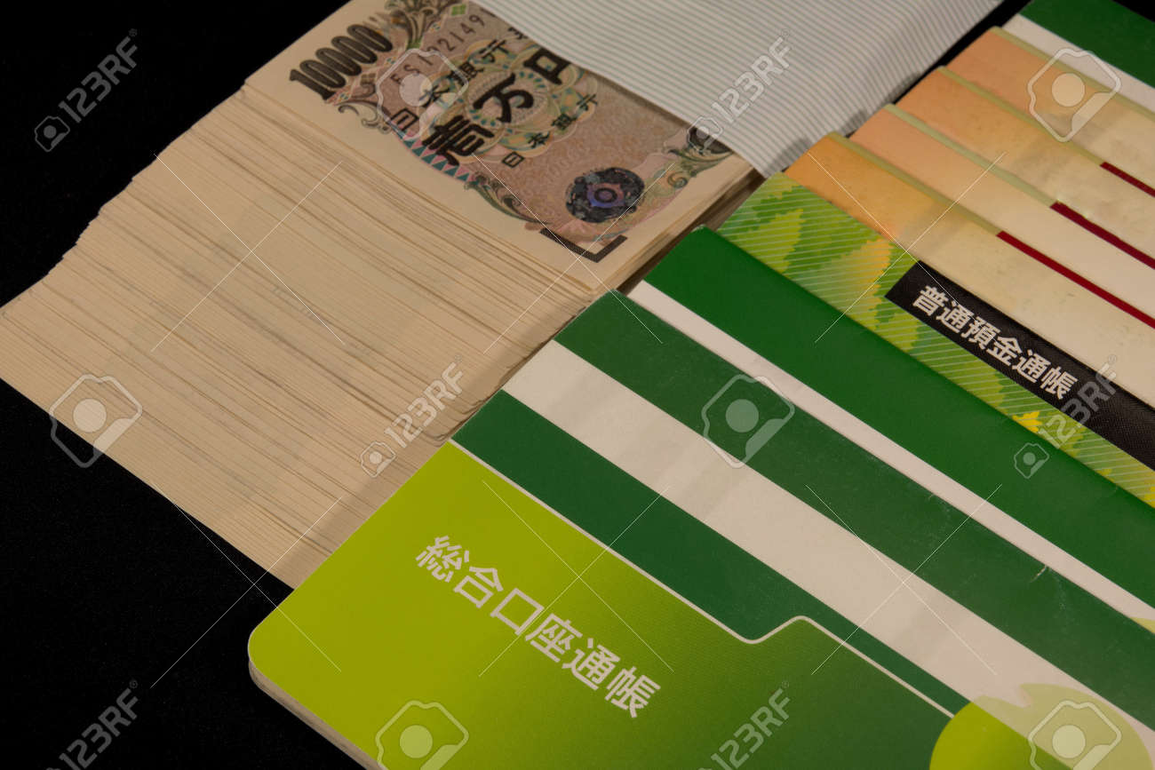 Savings passbooks and cash - 104996444