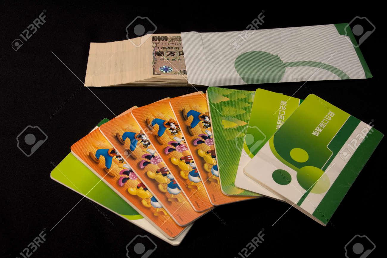 Savings passbooks and cash - 104996448
