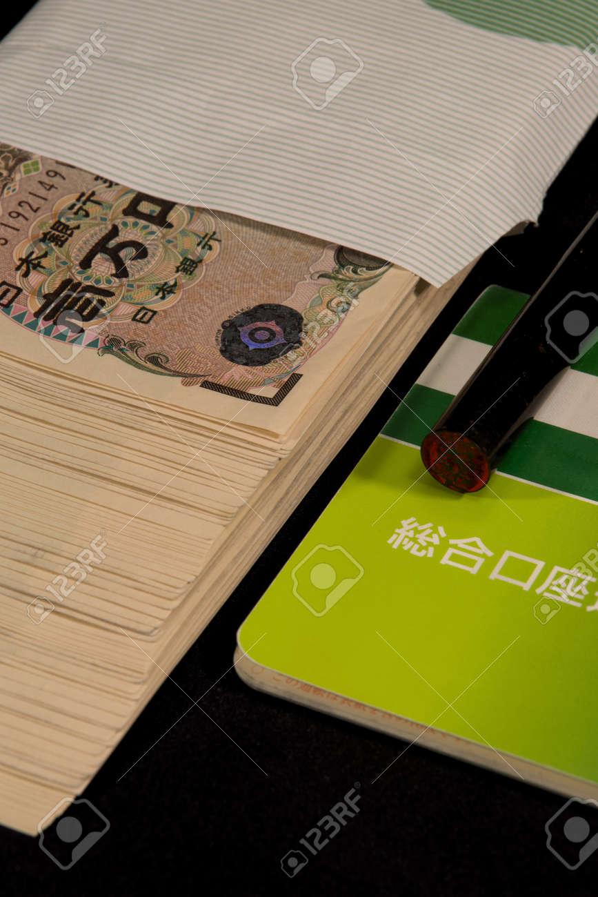 Savings passbooks and cash - 104996449