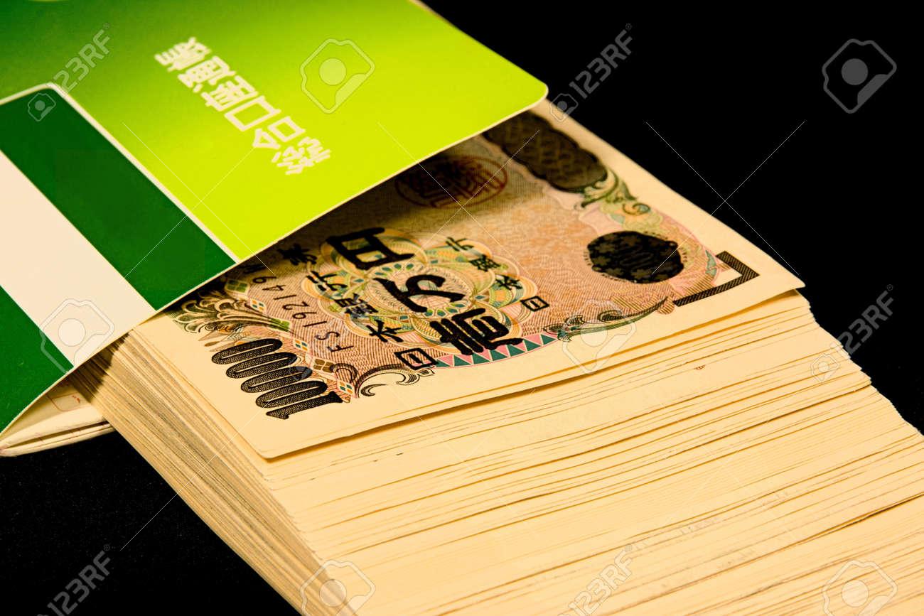 Savings passbooks and cash - 104996451