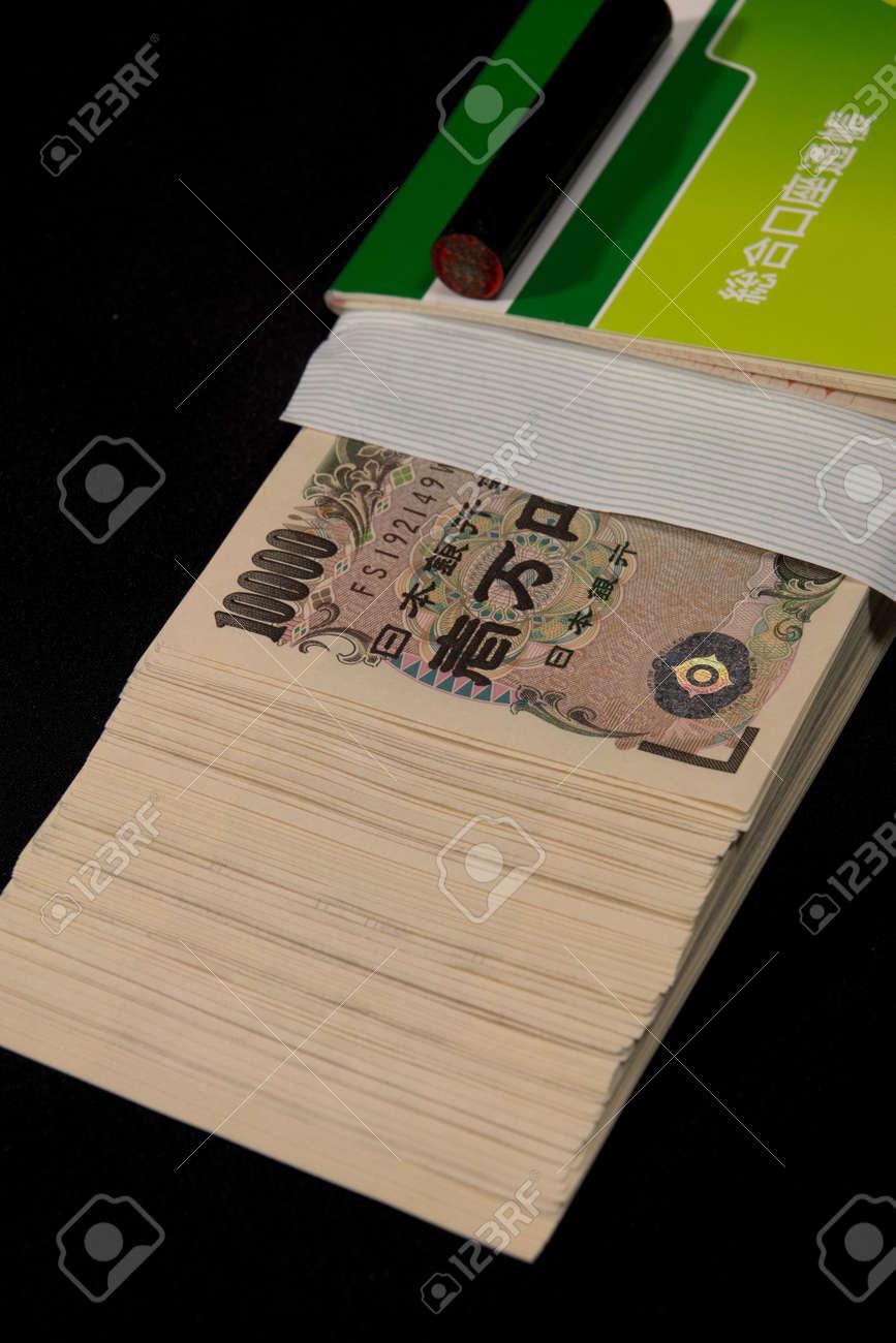 Savings passbooks and cash - 104996452