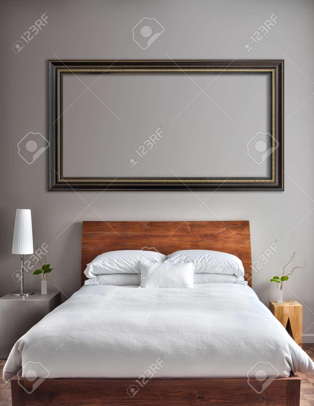 Schöne Saubere Und Moderne Zimmer Mit Leeren Wand, Einige Text, Logo ...