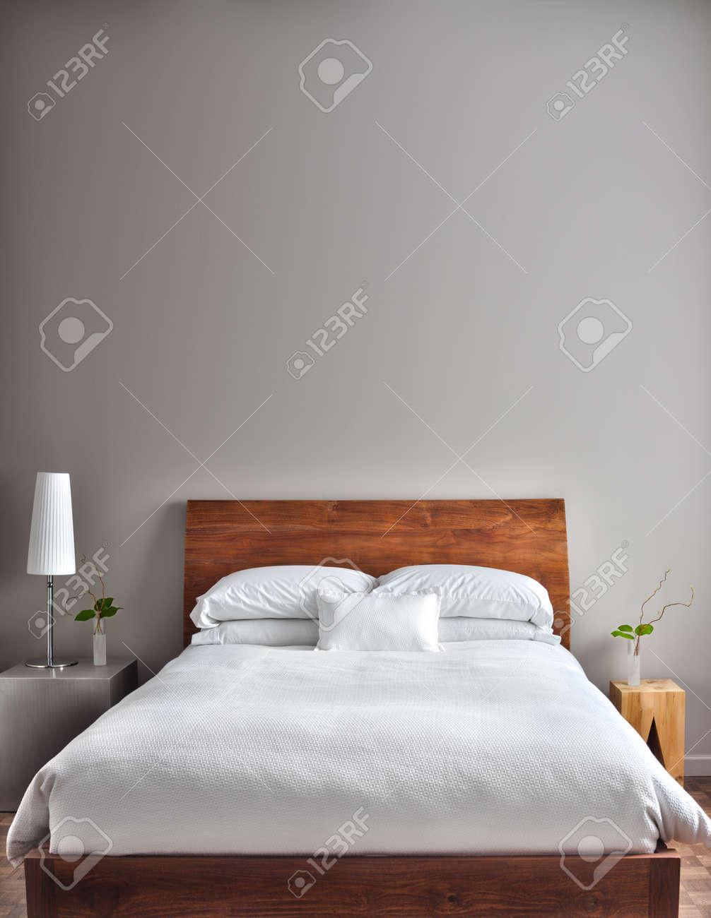 Gyönyörű Tiszta és Modern Hálószoba üres Falra, Hogy Adjunk Néhány ...
