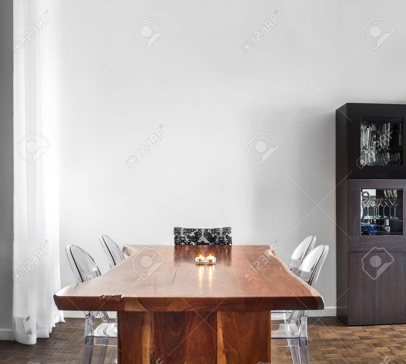 Tavolo Da Pranzo Moderna E Contemporanea E Decorazioni Con Parete ...