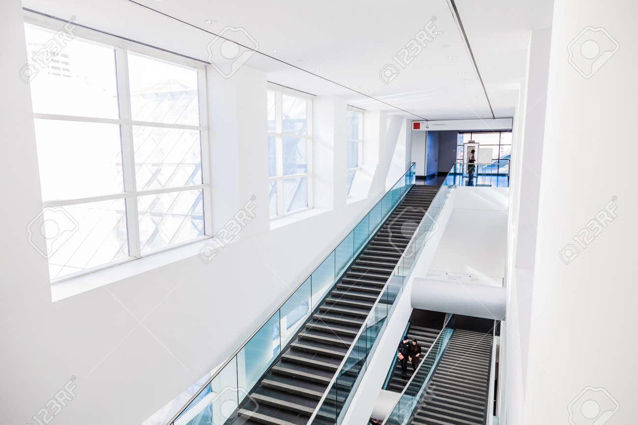 Schön Moderne Treppen Sammlung Von Fine Arts Museum Set Mit Natürlichen Sonnenlicht.