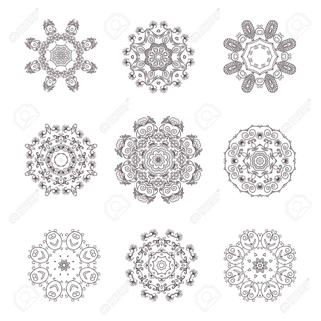 1fc6ddf450a97 Colección de elementos decorativos redondos. Mandala. Ilustración de vector  dibujado a mano. Foto