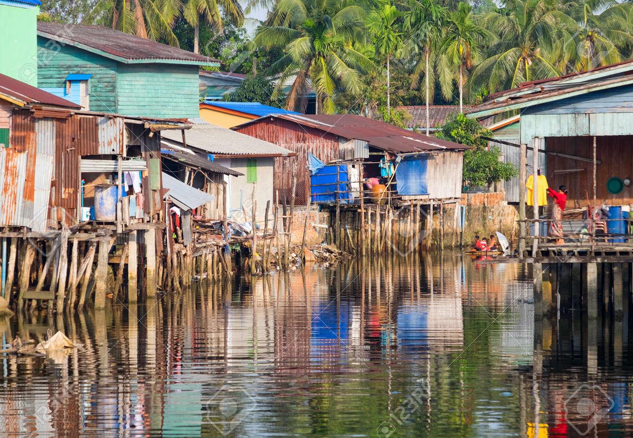 Bezaubernd Haus Auf Stelzen Sammlung Von In Kambodscha Sind überall Standard-bild - 51667558