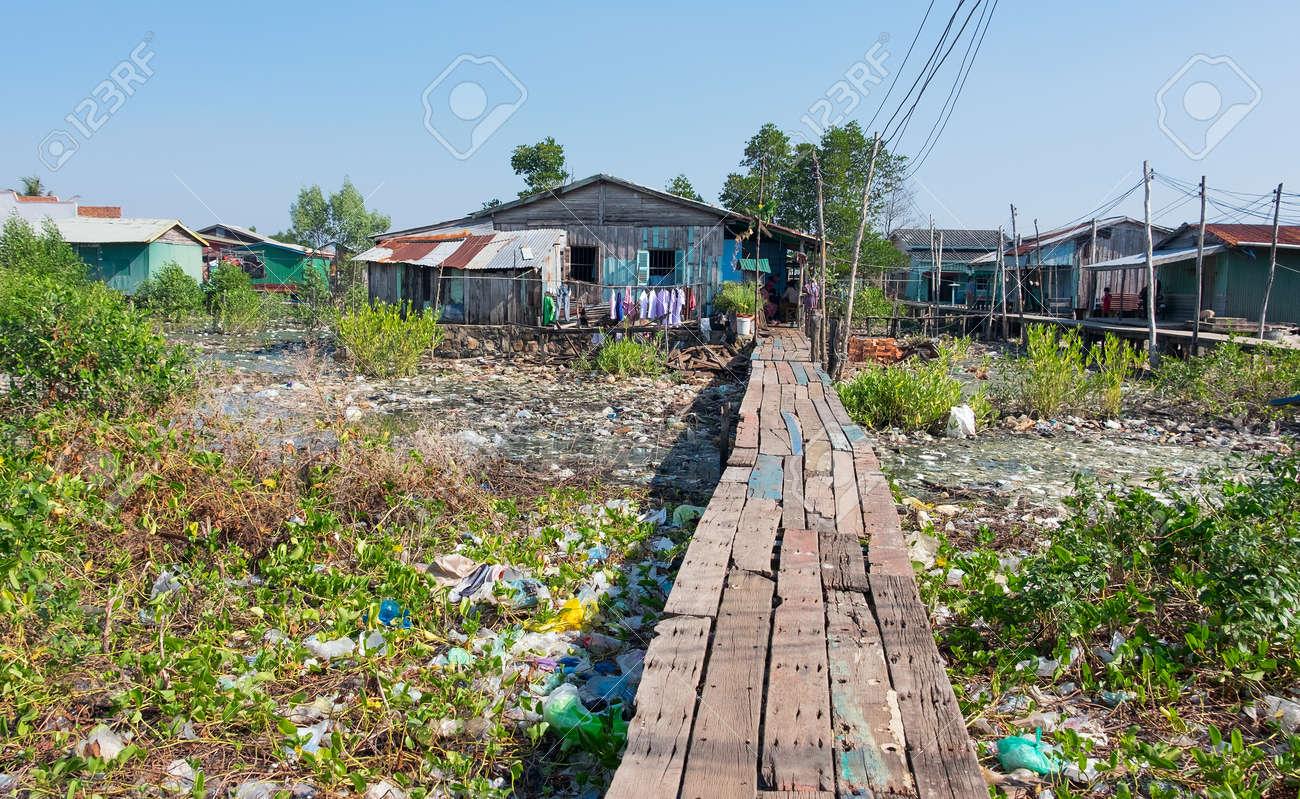 Beeindruckend Haus Auf Stelzen Dekoration Von In Kambodscha Sind überall Standard-bild - 54692727