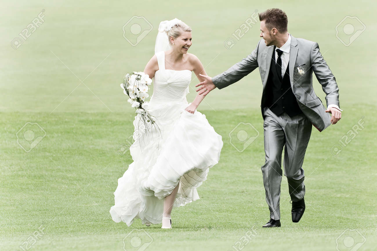 Strange Bride And Groom Running On The Green Grass Download Free Architecture Designs Scobabritishbridgeorg