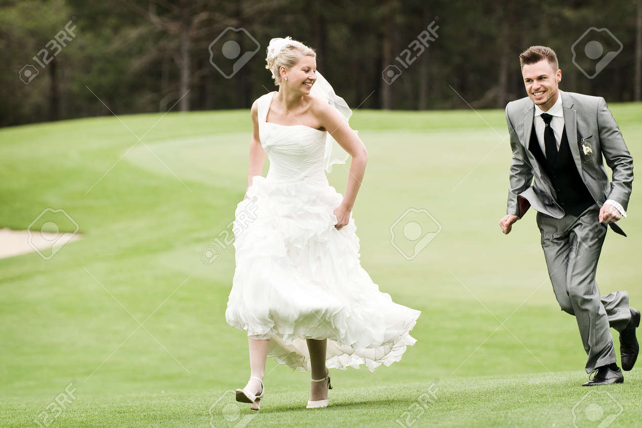 Brilliant Bride And Groom Running On The Green Grass Download Free Architecture Designs Scobabritishbridgeorg