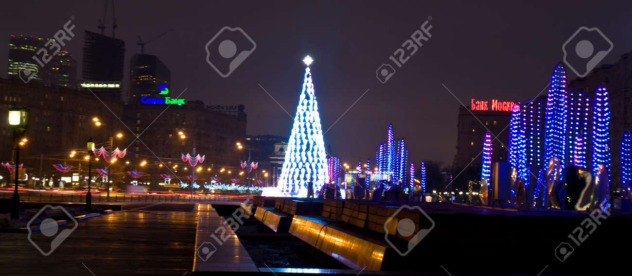 MOSCOW - DECEMBER 25, 2013: electric fountains and Christmas