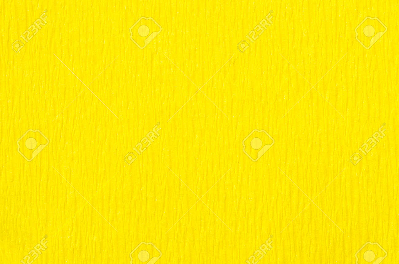 detalle de la textura del papel crepé de color amarillo de fondo