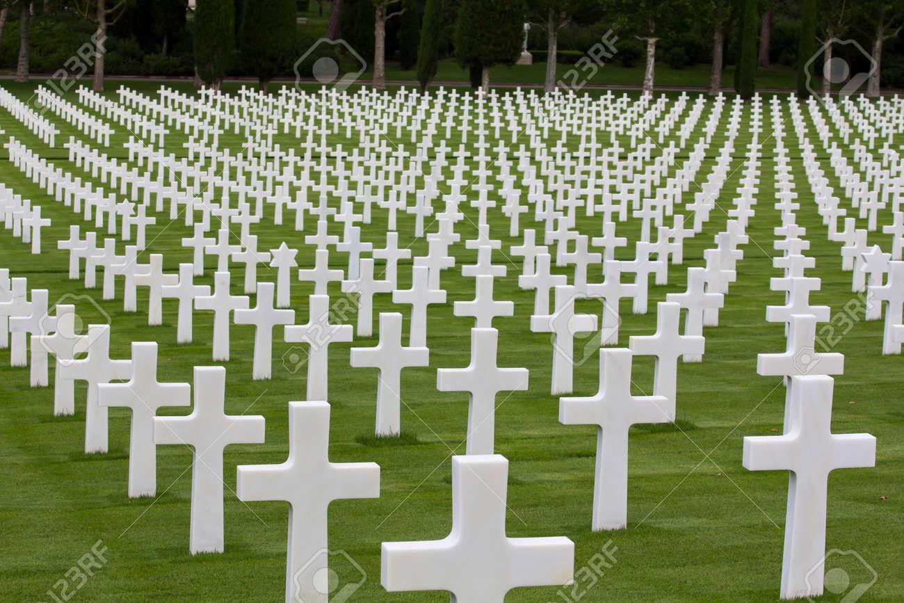 mémorial de guerre avec des croix blanches Banque d'images - 30749413