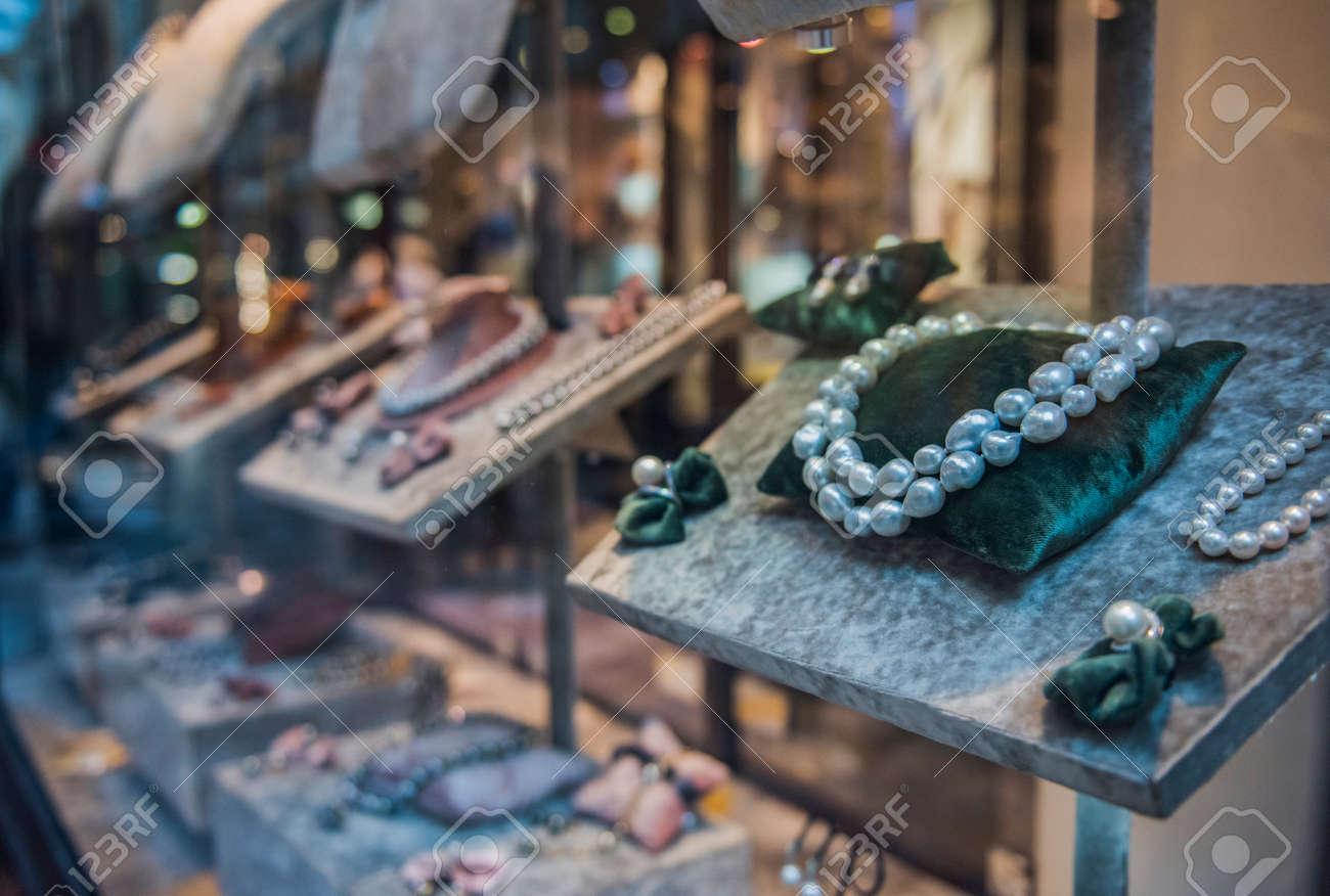 jewellery store in London - 80989177