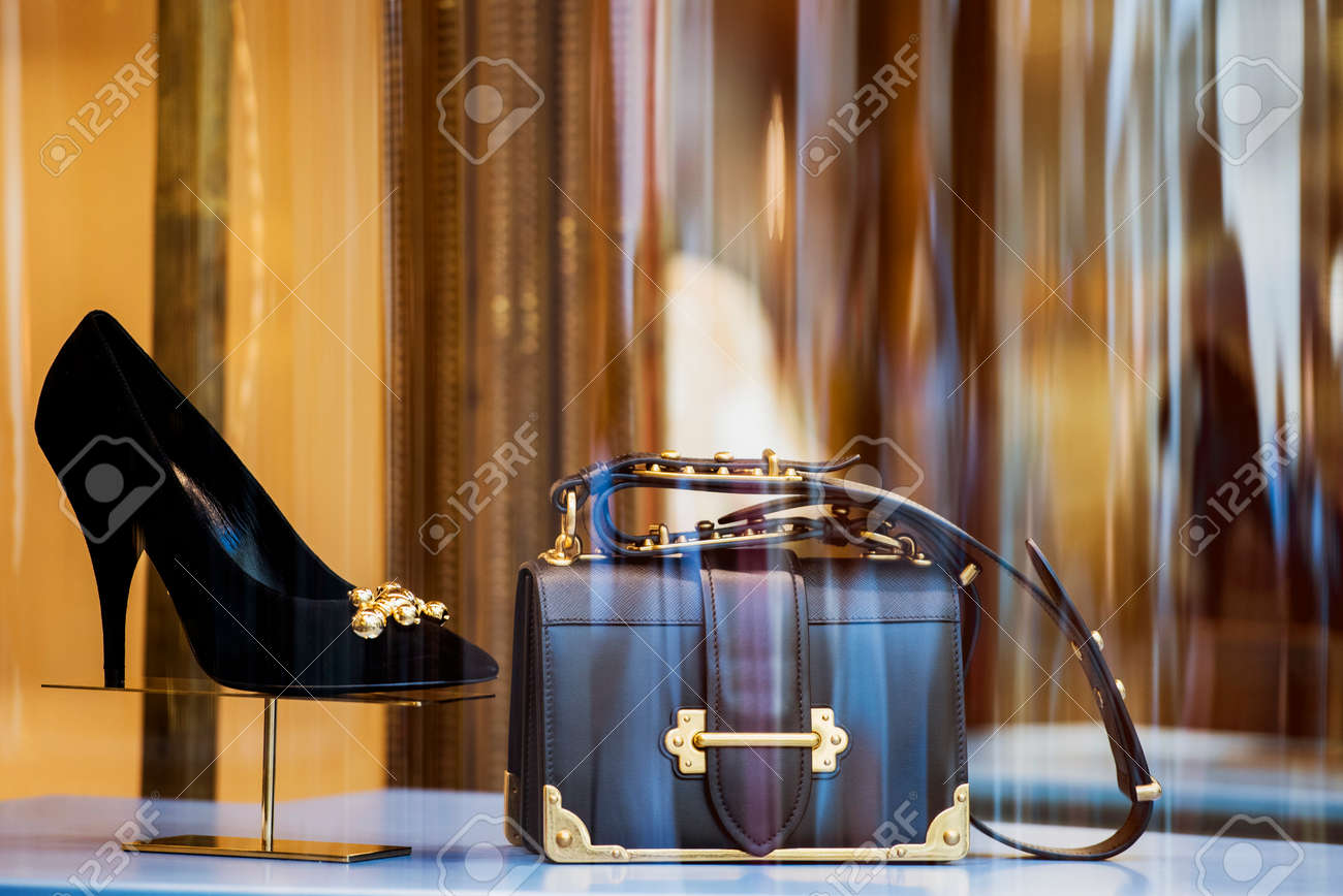 Women luxury purse and shoes in a store in Milan - 94811256
