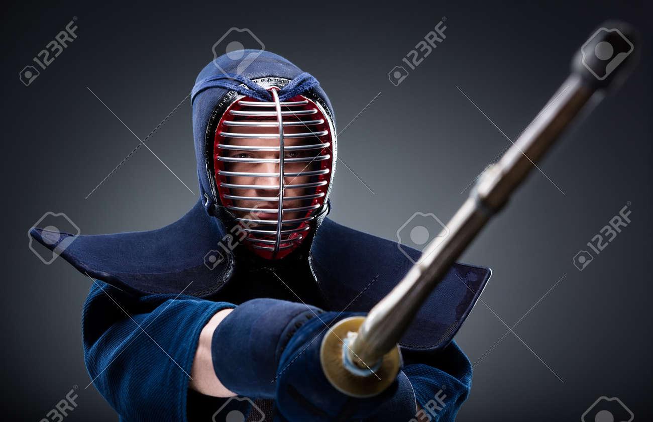Combat Japonais portrait de kendoka avec sabre de bambou art martial japonais de combats à  l'épée