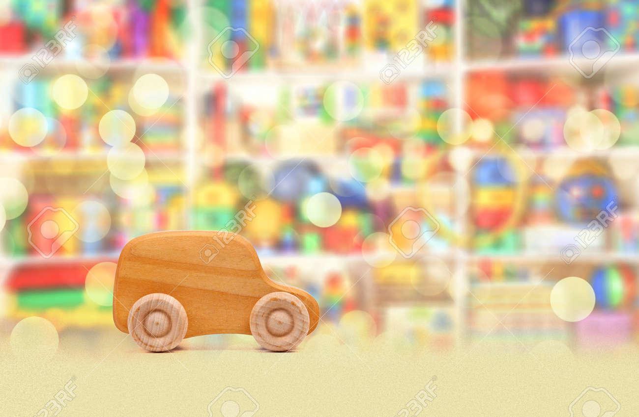 Holzernes Auto Im Zimmer Fur Kinder Lizenzfreie Fotos Bilder Und