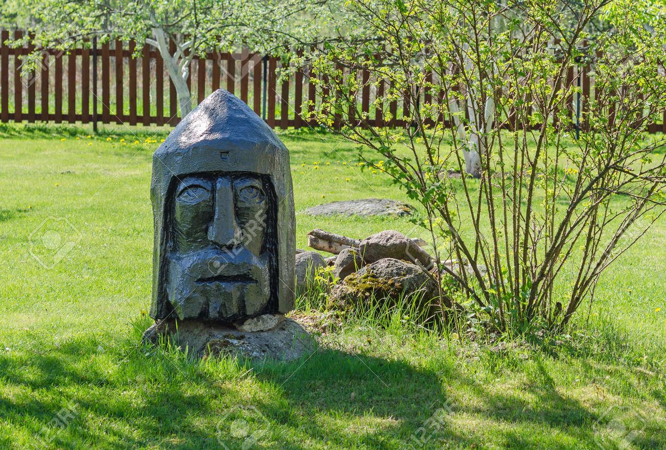banque dimages statue en pin homme en bois option de votre dcor de jardin