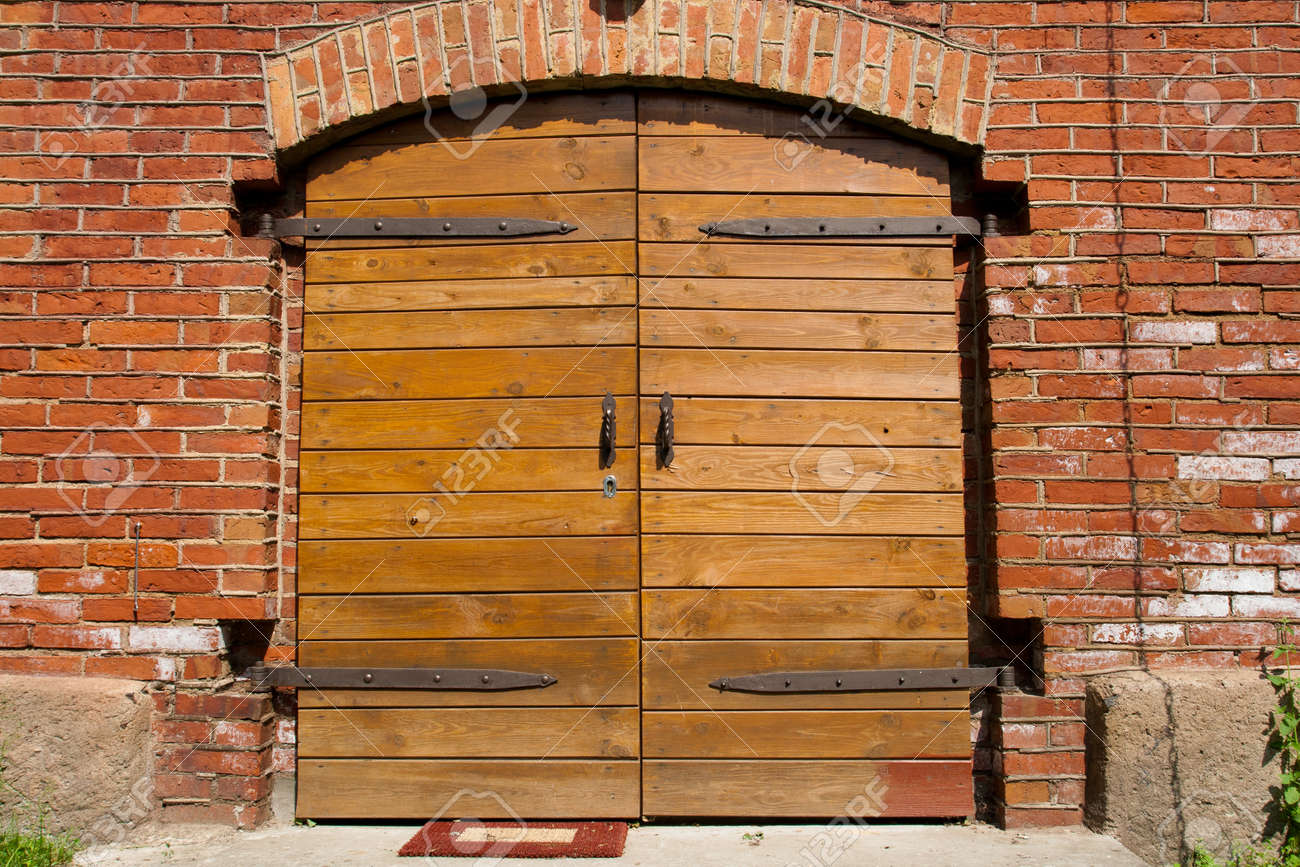 Big wooden doors in red brick wall Stock Photo - 14120524 & Big Wooden Doors In Red Brick Wall Stock Photo Picture And Royalty ...