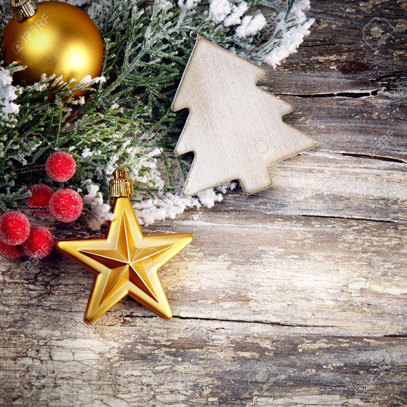 decoracin de navidad sobre fondo de madera estilo vintage foto de archivo