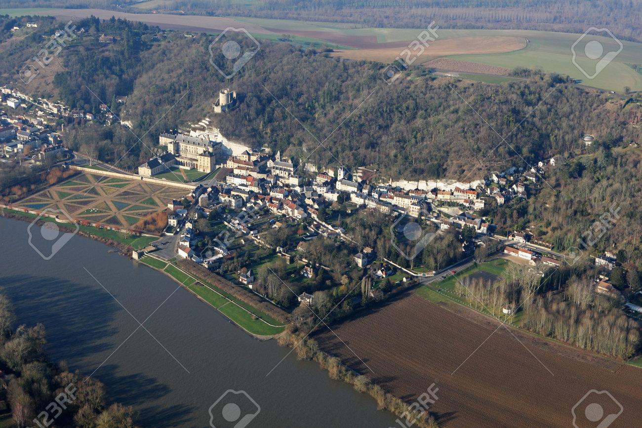 Aerial view of La Roche-Guyon castle en Vexin, in the Val-d'Oise department (95780), Ile-de-France region, France - January 03, 2010 - 164479196