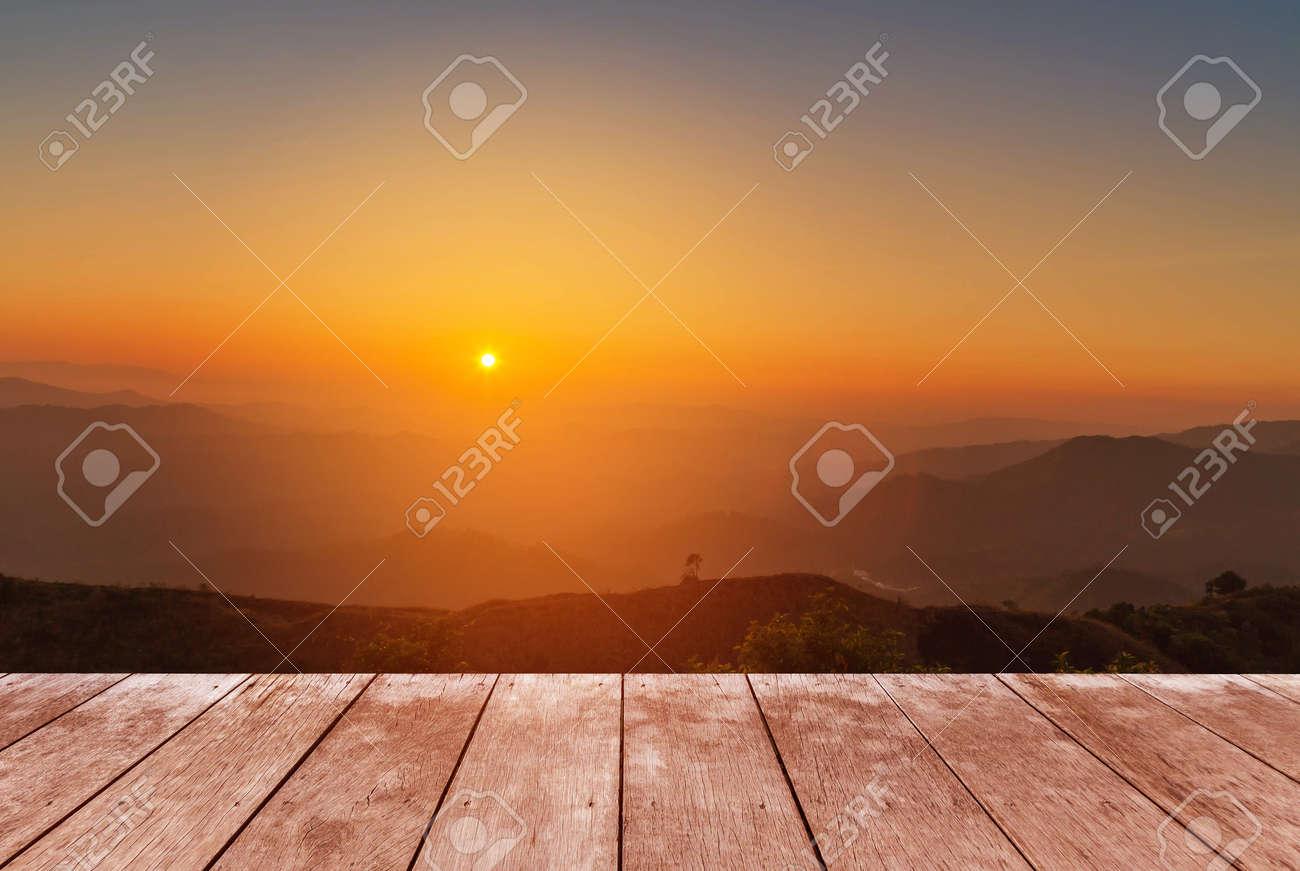 Perspectiva Vacía Antigua Terraza De Madera Piso De La Terraza En El Punto De Vista Alta Montaña De La Selva Tropical En La Mañana