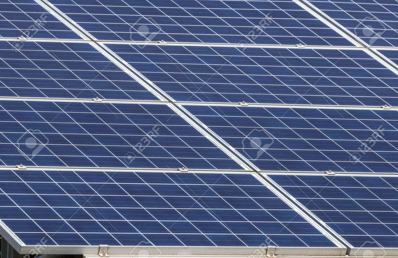 Cellule Photovoltaïque En Silicium Amorphe se rapportant à bouchent rangées rangée de cellules solaires de silicium