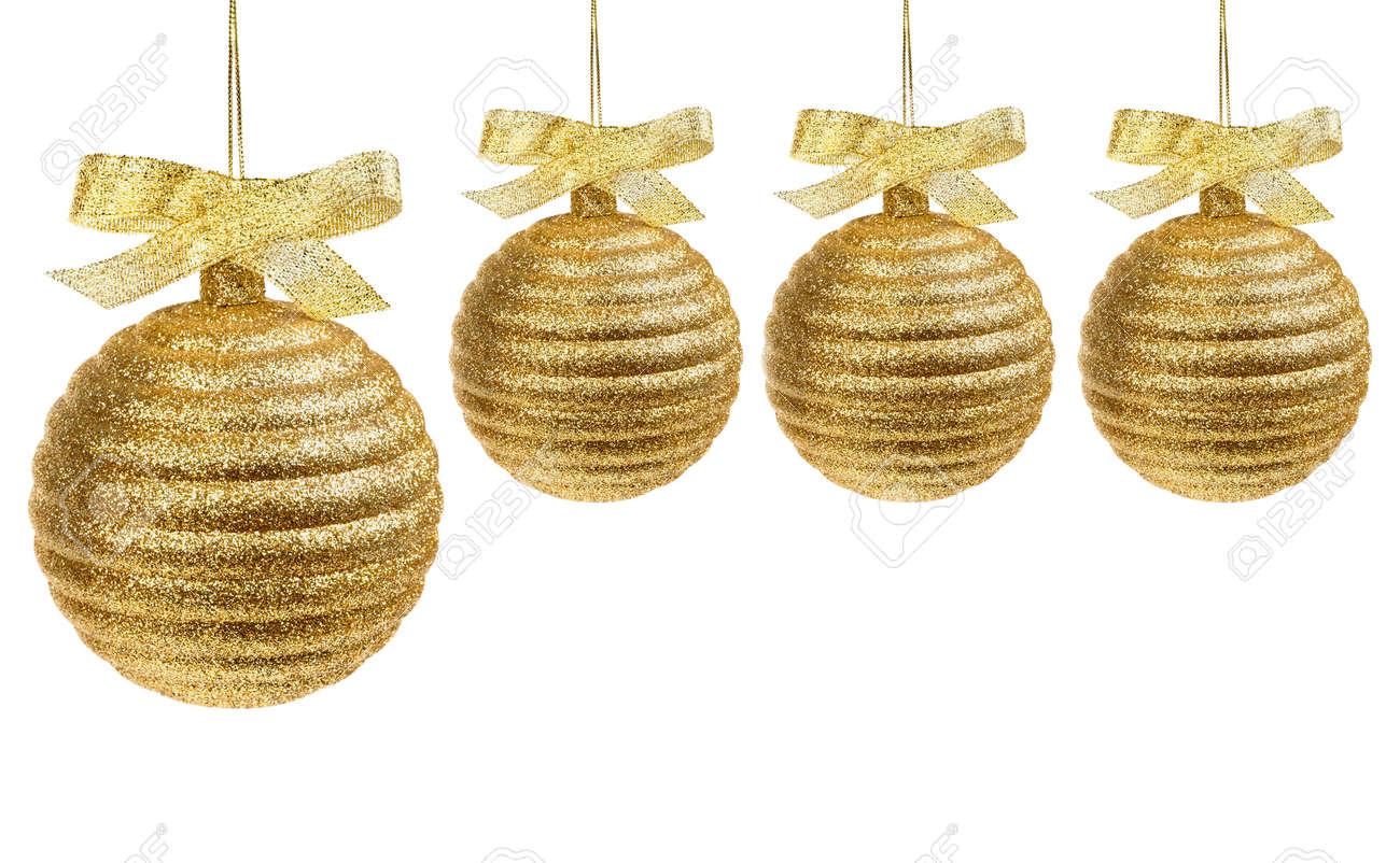 Quatre Dor Des Boules De Noël Avec Ruban Doré Isolé Sur Fond Blanc