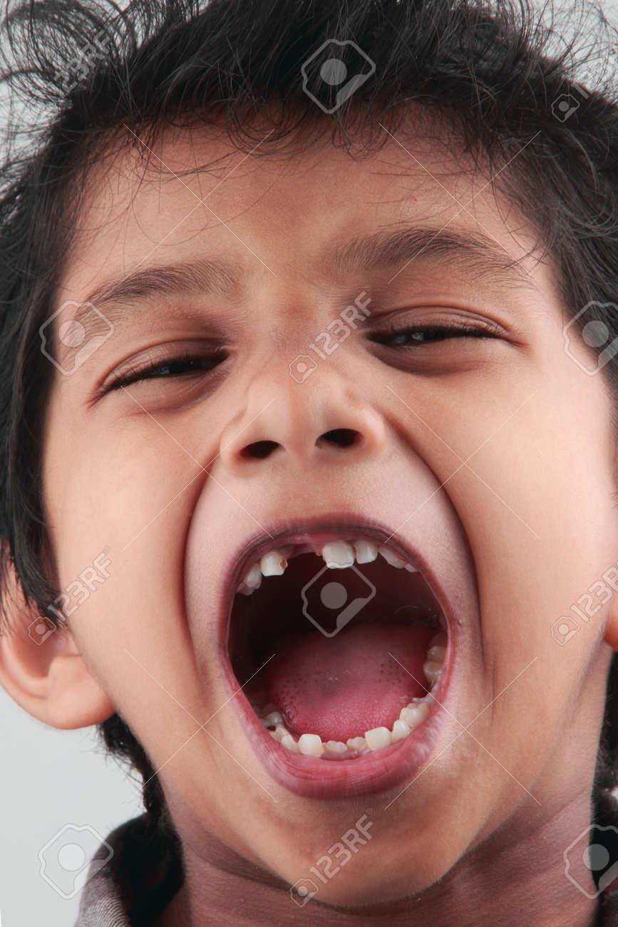 Resultado de imagen para niño gritando