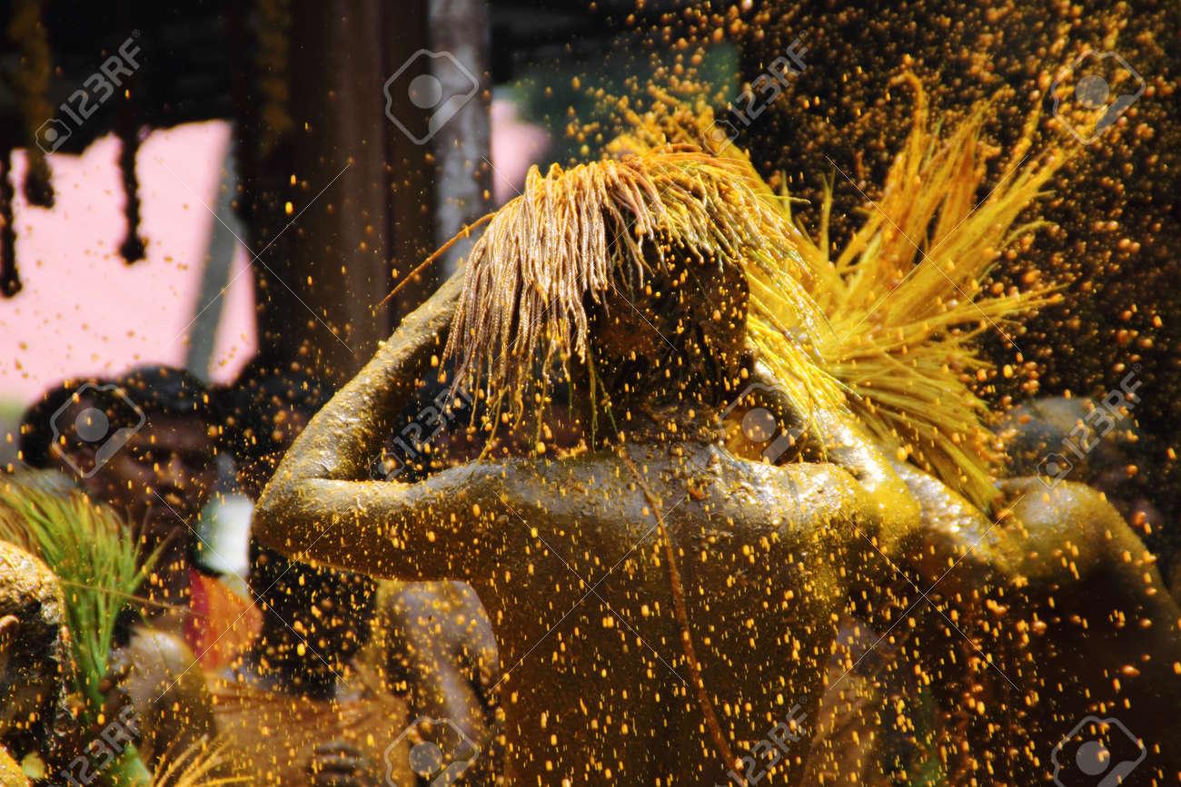 Chengannur, INDE - 13 Avril 2013-dévots Effectuer Un Bain De ...