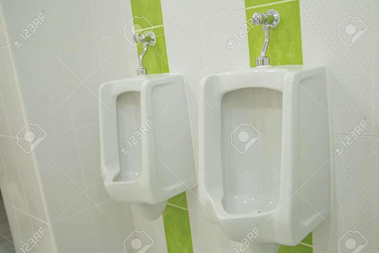 Sanitair Van Hout : Het sanitair waren badkamer toilet wit interieur modern