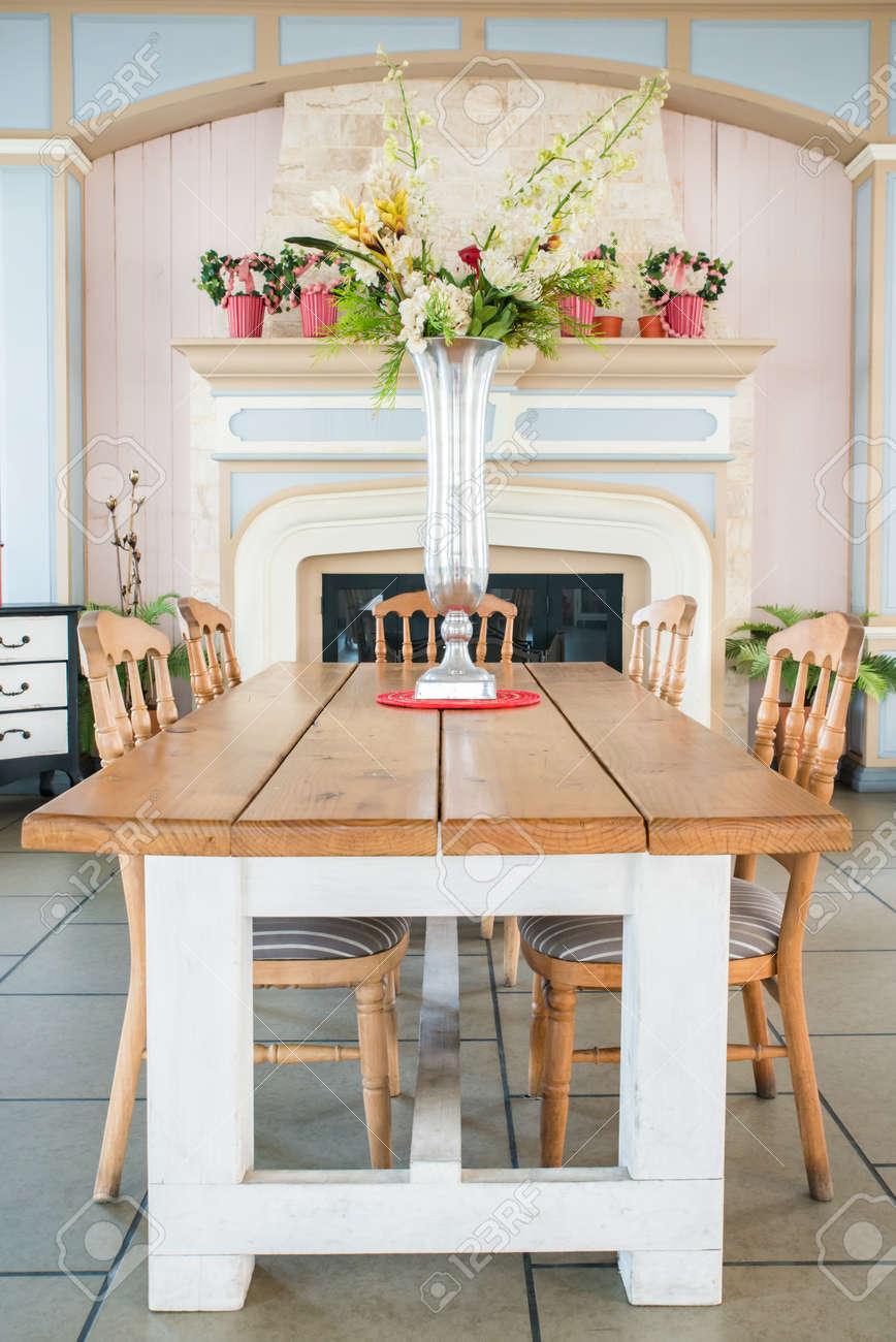 Schöne Klassische Landhausstil Esszimmer Lizenzfreie Fotos Bilder