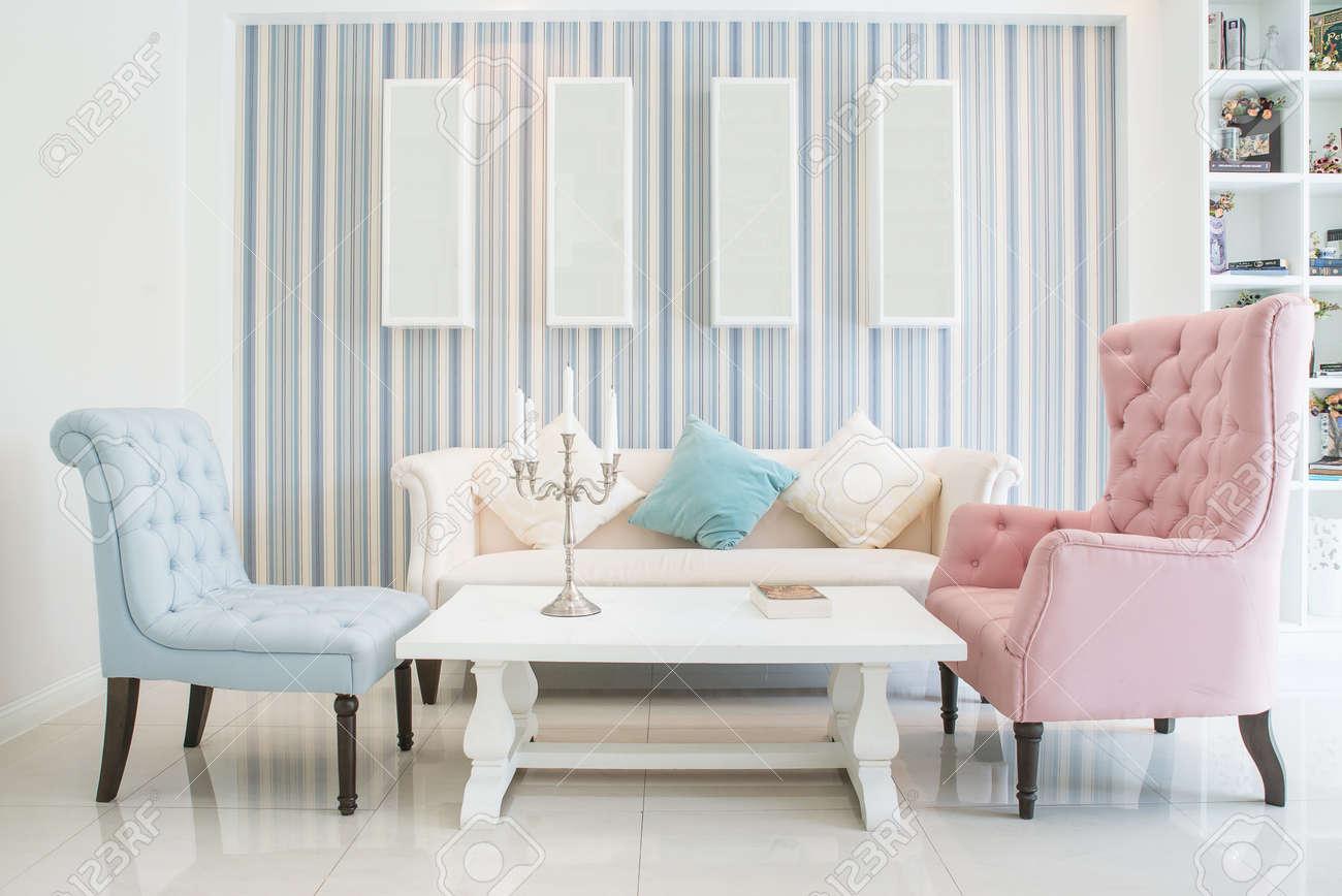 Klassischen Vintage-Stil-Möbel Set In Einem Wohnzimmer Lizenzfreie ...
