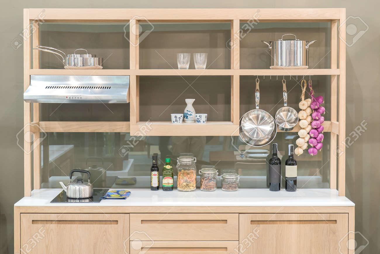 Nouvelle cuisine moderne avec étagère bois de style