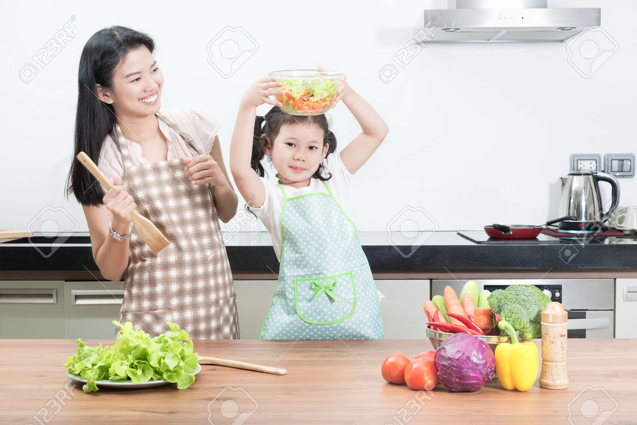 Family cooking kitchen - Asian Family Cooking Family Children And Happy People Concept Asian Mother And Kid