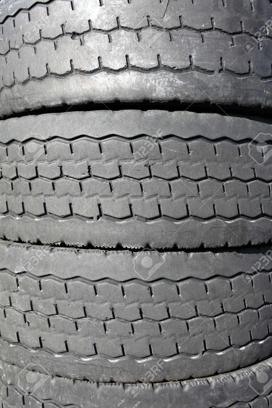 stapel alter autoreifen für gummi-recycling lizenzfreie fotos