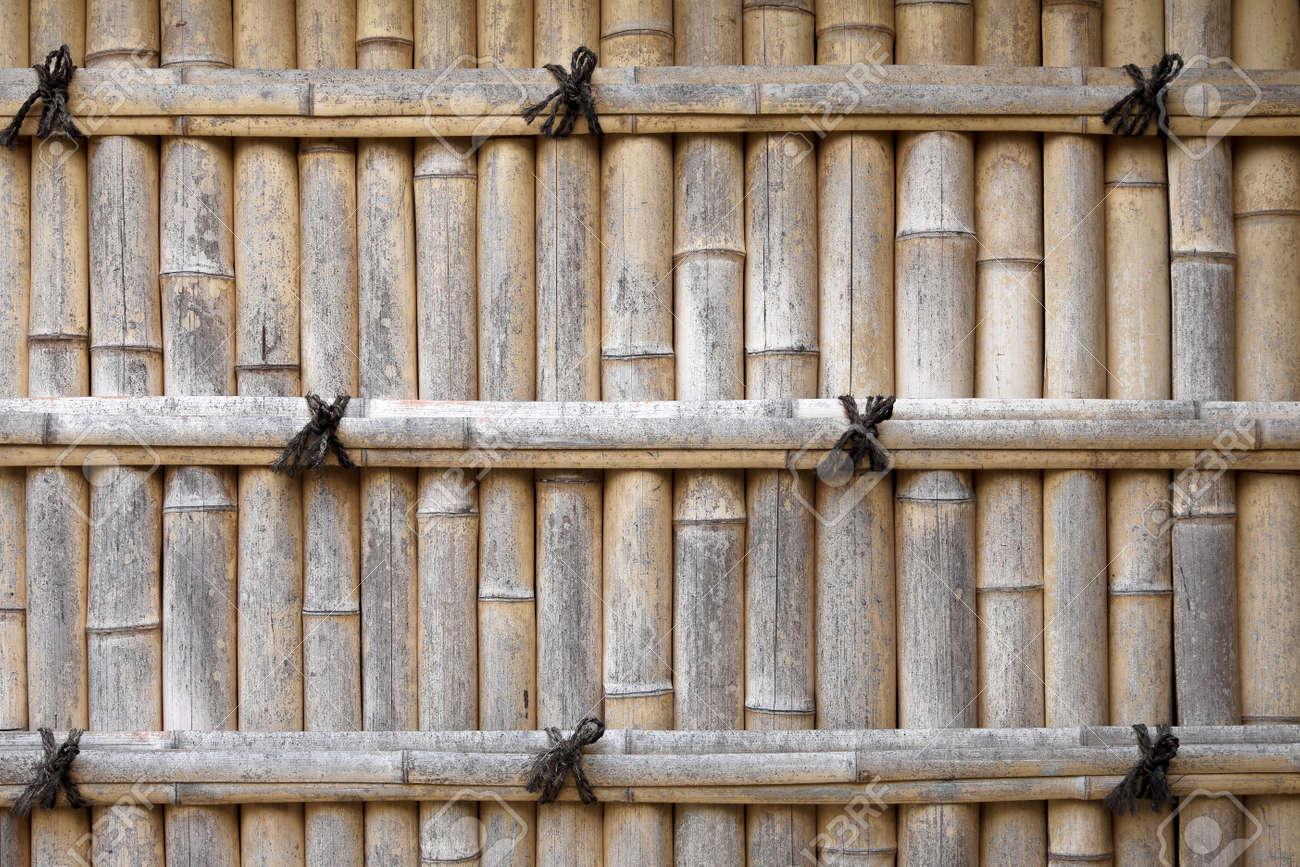 Clôture De Bambou Dans Un Jardin Japonais Banque D\'Images Et Photos ...