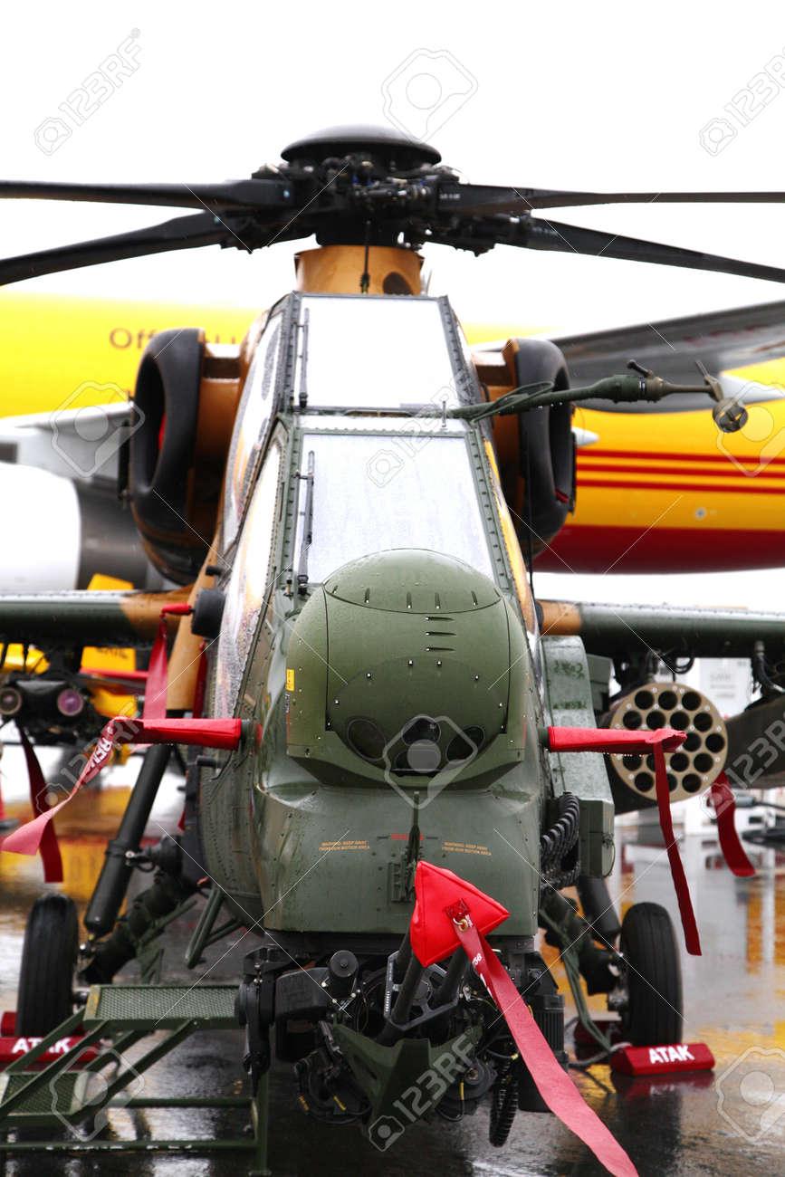Elicottero T 129 : Sakhir airbase bahrain january 18: static display of atak.. stock
