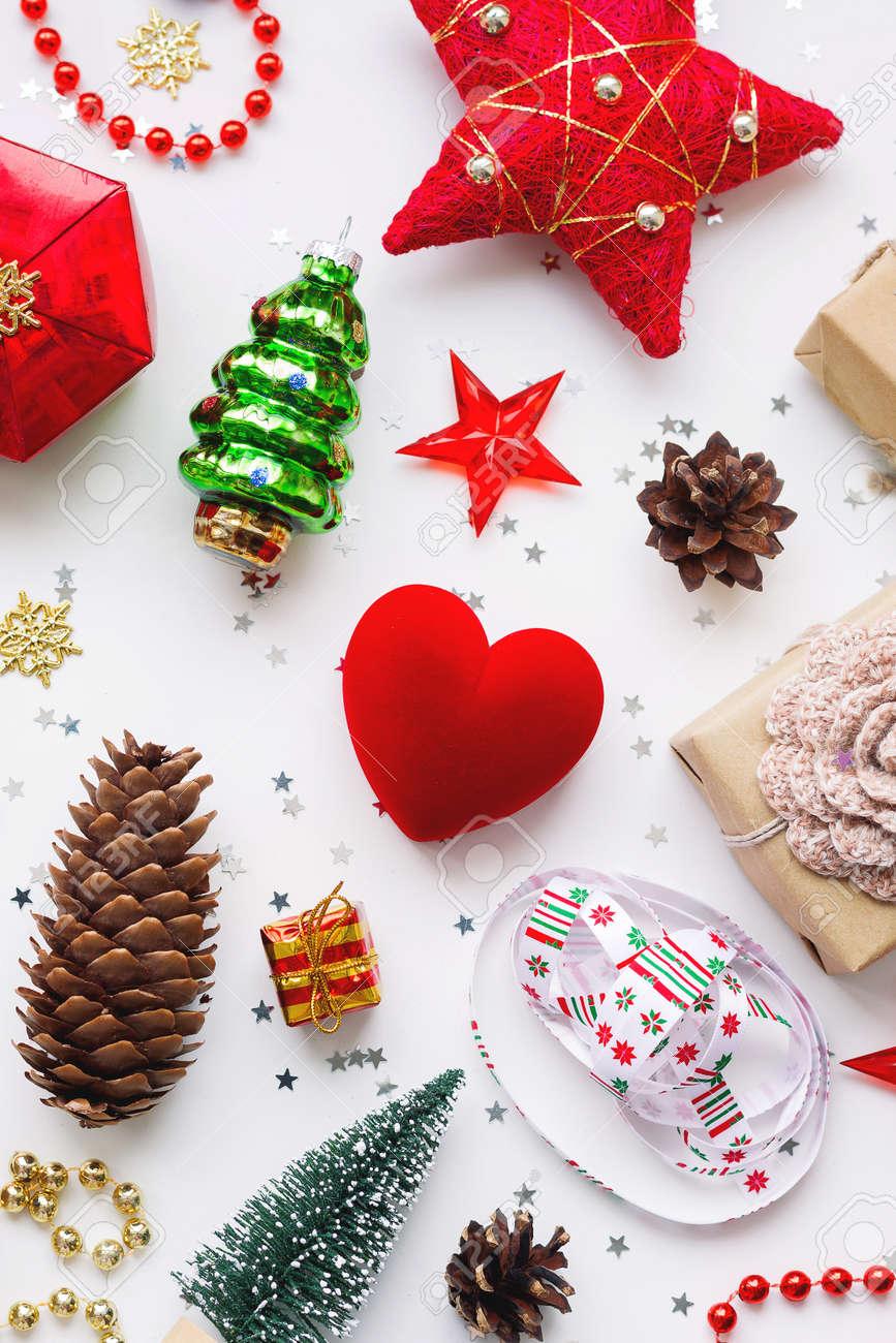 Weihnachten Hintergrund Mit Dekorationen. Neujahr Symbol ...