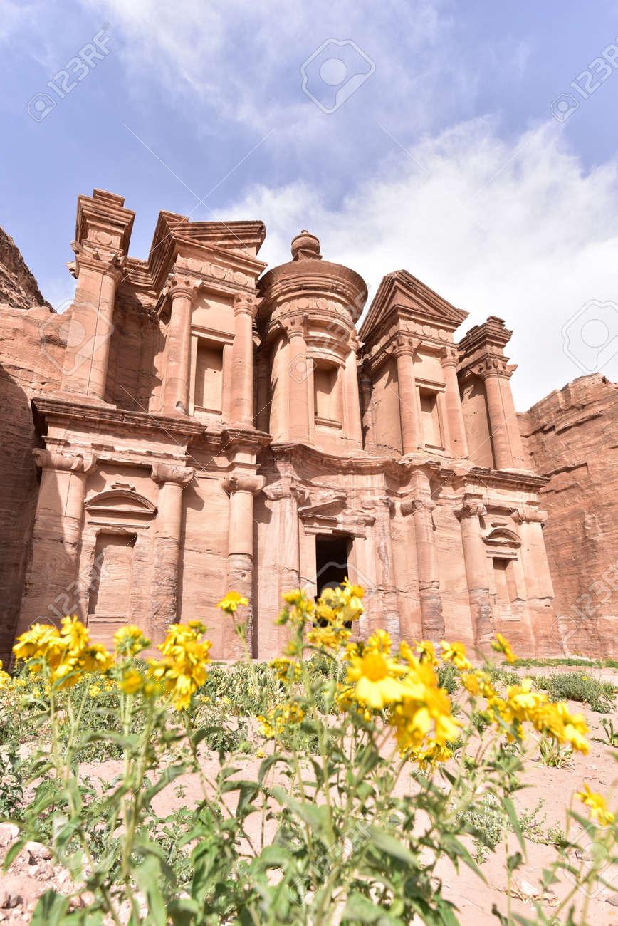 紀元前 1 世紀からの修道院、ペ...