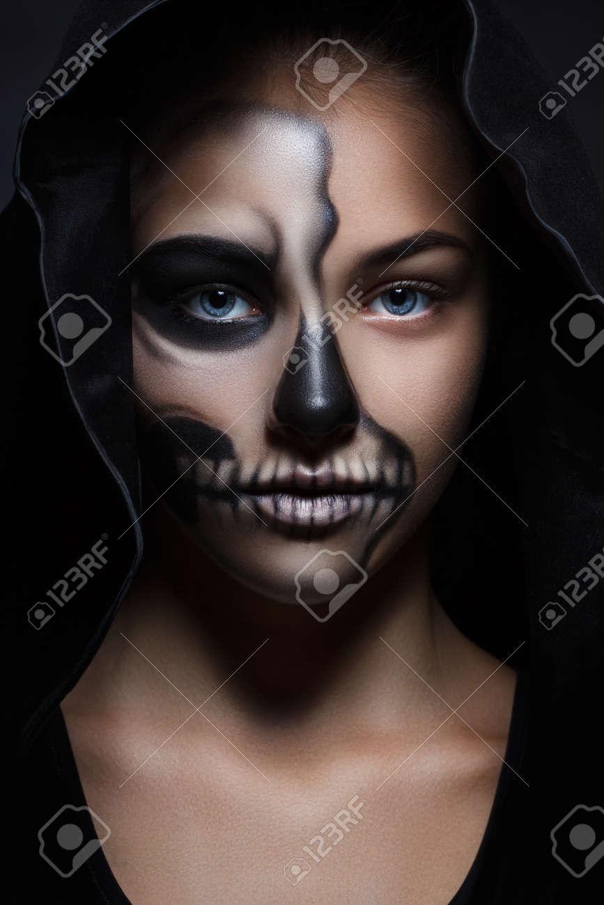 Halloween Porträt Des Jungen Schönen Mädchens In Einer Schwarzen