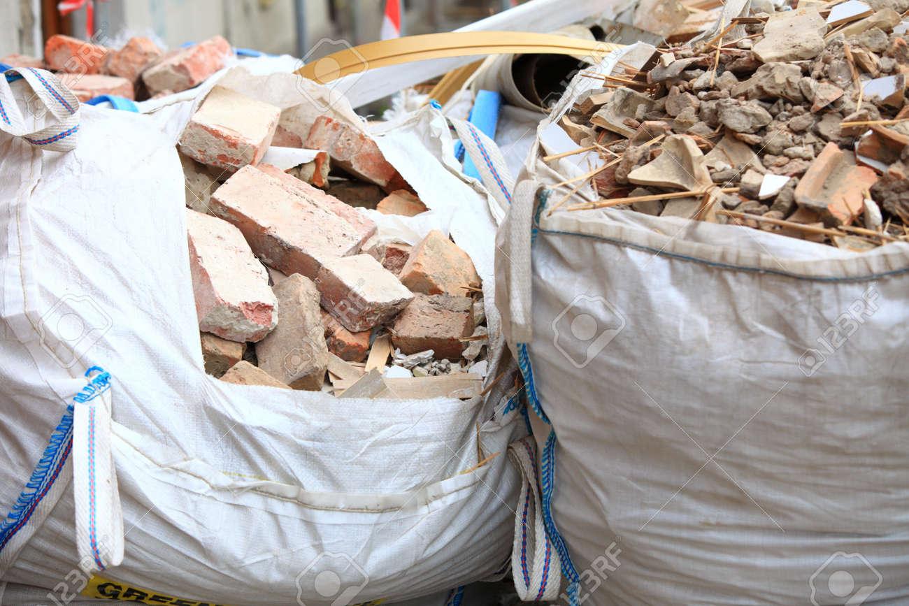 Material Completa De Residuos La Bolsas Demolida Y EscombrosLadrillos Casa Basura Construcción lFKuT35c1J