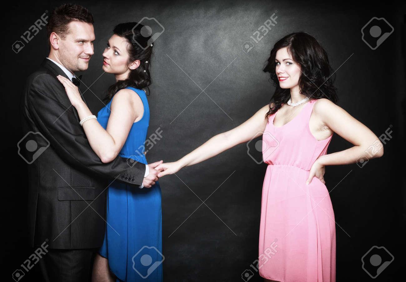 Homme deux femmes amour [PUNIQRANDLINE-(au-dating-names.txt) 68