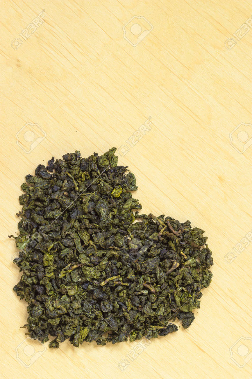 Diat Gesundheitskonzept Gruner Tee Herz Auf Holzoberflache Geformt