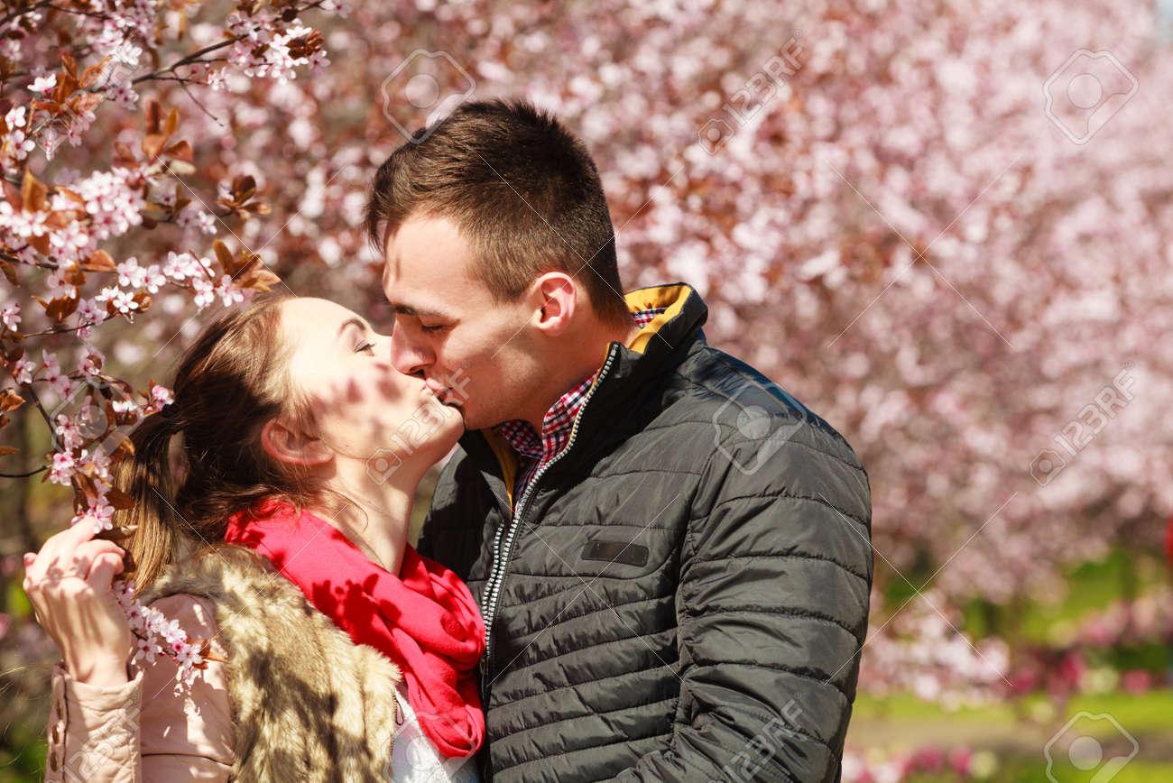 Cherry blossom aasian dating ympäri maailmaa dating joku, joka on 18 vuotta.