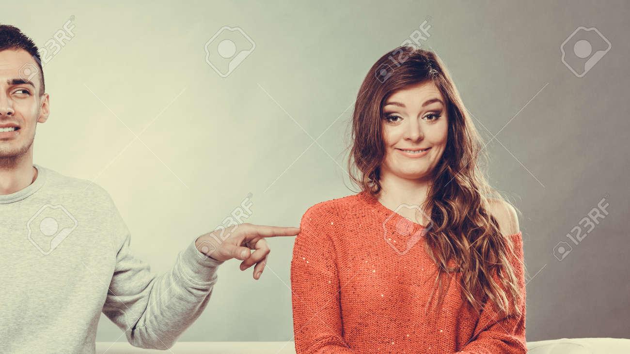 fille timide et timide Guy datant matchmaking serveur interdiction de sélecteur