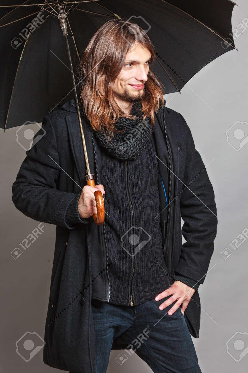 Retrato De Abrigo Hombre Vistiendo Bufanda Moda Y Negro De Guapo rpn7rfSq