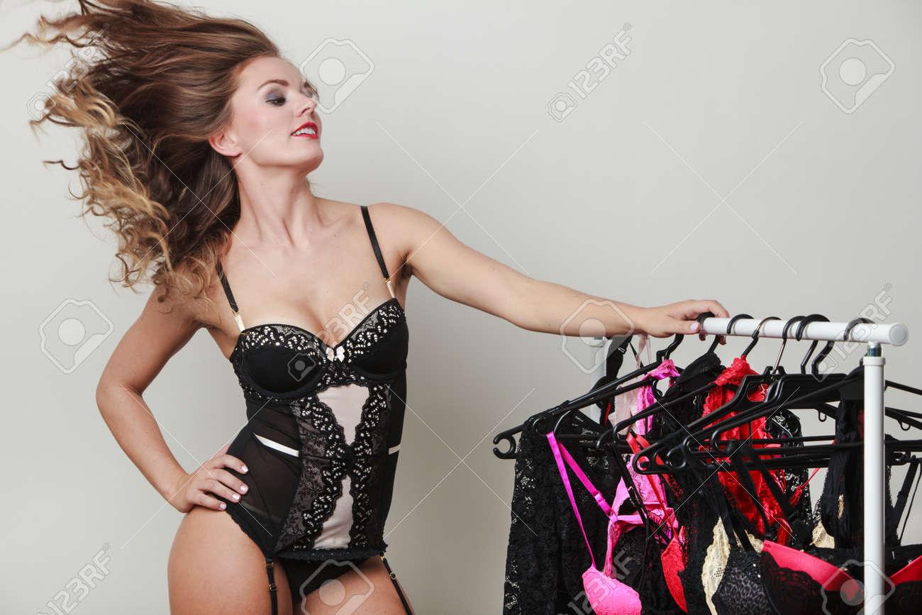 Sous De Femme Achats Cheveux Magasin Seductive Sexy En JoyfulJolie Jouant Longs Vêtements BouclésAcheteur Beaucoup Avec Des HD29IWE