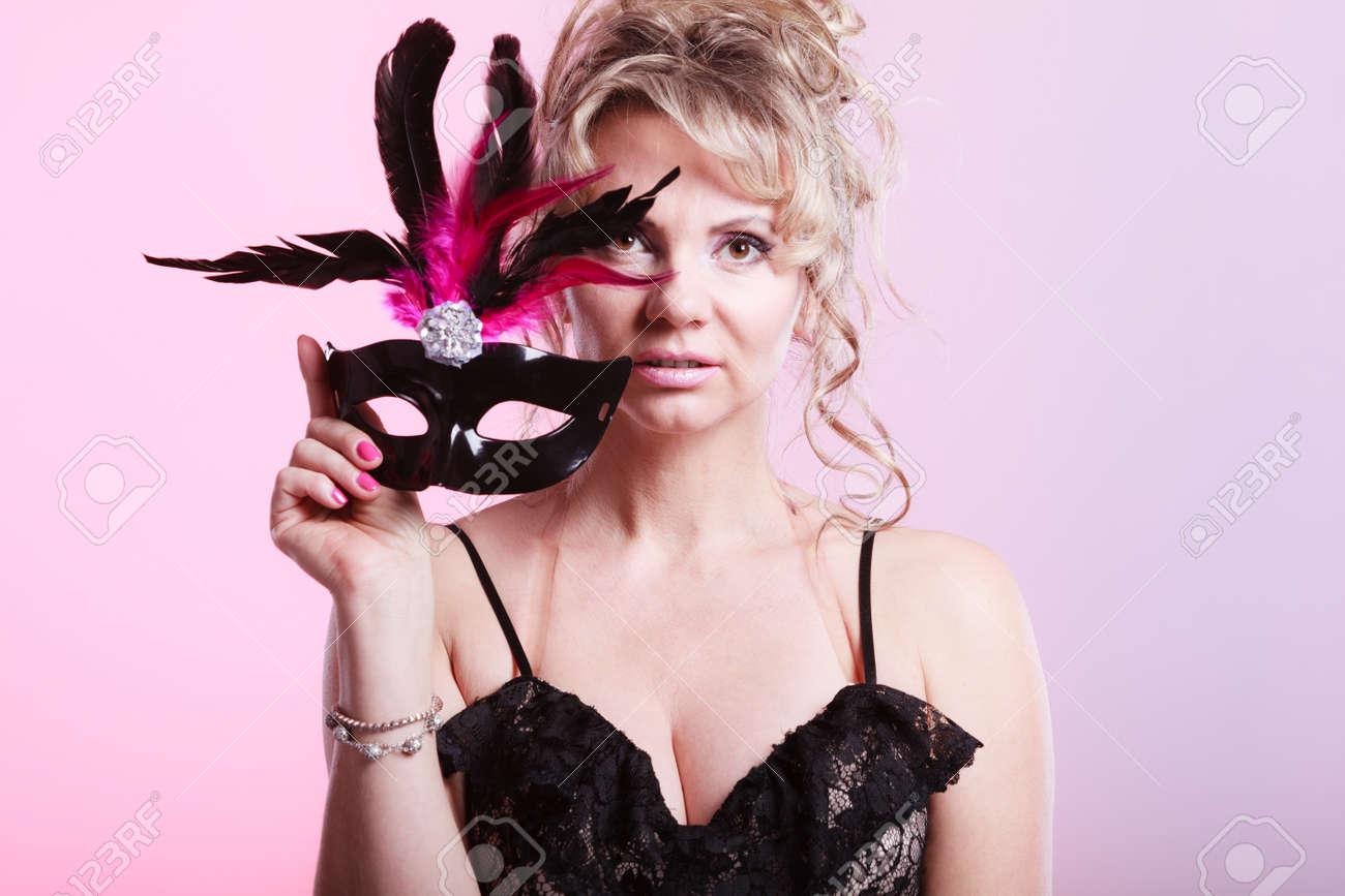 Erfreut Partyzeit Prom Kleid Bilder - Brautkleider Ideen - cashingy.info