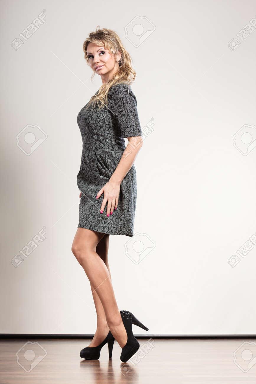 Konzeptelegante Für 5s3qalc4rj Kleid Dem Frau Stylemode Damen Mit 2H9WEID